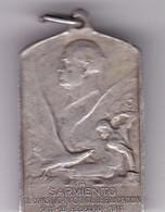 A SARMIENTO EL CONSEJO NACIONAL DE EDUCACION CIRCA 1911 PLAQUETA SIZE 2x3.4cm WEIGHT 10grs-BLEUP - Celebrities