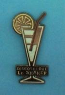 1 PIN'S  //   ** DISCOTHÈQUE LE SHAKER CLUB ** - Pin-ups