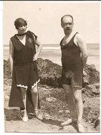 Photo Originale , Homme Et Femme En Maillor De Bain , Dim. 6.0 X 8.0 Cm - Anonymous Persons