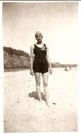 Photo Originale , Femme En Maillot De Bain , Dim. 6.0 X 10.0 Cm - Anonymous Persons