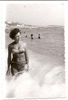 Photo Originale , Femme En Maillot De Bain , Dim. 6.0 X 9.0 Cm - Anonymous Persons
