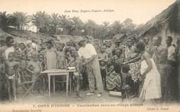 """CPA COTE D'IVOIRE """"Vaccination Dans Un Village Abbeys"""" - Ivory Coast"""