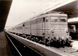 Foto Photo - Trein Train - Locomotief Locomotive - E.645.089 - Trains