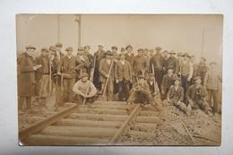 Carte Photo ( Ouvriers Construction Chemin De Fer ) - A Identifier