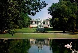 Montpellier Le Jardin De L'esplanade Expédiée De Le Vigan ( Avec Monument Et Cygne - Montpellier