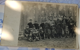 Rare Photo Carte Prisonniers Guerre Dans Foret Avec Garde Autrichien - 1914-18