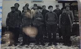 Rare Photo Carte Soldats Russes Et Soldats Français Sûrement Prisonniers De Guerre - 1914-18