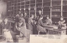Distillerie Albert Lacoste à Surgères Etiquetage Et Caissage - Surgères