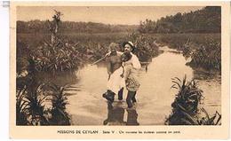 MISSIONS  DE  CEYLON  SRI LANKA   ON TRAVERSE  LES RIVIERES COMME ON PEUT     TBE  T57 - Sri Lanka (Ceylon)