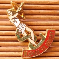 Joli Pin's Thème Pin-Up, Kassav'92, Tir à L'Arc, Signé Ballard, Zamac, Pins Pin. - Pin-ups