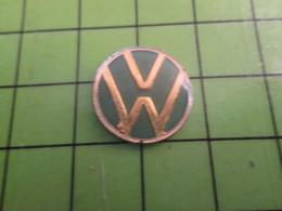 310a PIN'S PINS / Rare Et De Belle Qualité / THEME AUTOMOBILE / VIEUX LOGO VW Du Temps Où Ils Envahissaient L'Europe - Volkswagen