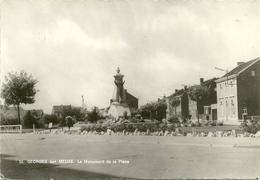 Saint Georges Sur Meuse ; Le Monument Et La Place - Saint-Georges-sur-Meuse