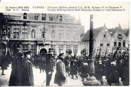 BELGIQUE - FURNES - Troupes Défilant Devant L.L. M.M. Albert 1° Et Georges V - Veurne
