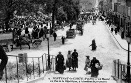 Fontenay Le Comte : Le Marché, La Rue De La République - Fontenay Le Comte