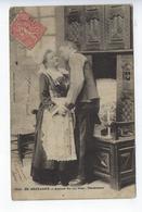 CPA Couples Amoureux En Bretagne Autour Du Lit Clos Tendresses - Couples