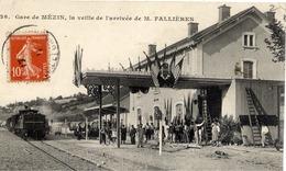47 Gare De MÉZIN, La Veille De L'arrivée De M. FALLIÈRES (Président De La République) - Très Animée - Train - Andere Gemeenten