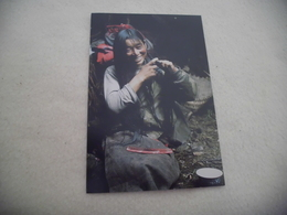 FEMME TIBETAINE ..PHOTO DIANE BARKER.. - Tibet
