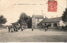 D95   TAVERNY  La Gare  ............ (vue Extérieure Très Animée) - Taverny