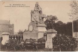 MOERBEKE WAAS Standbeeld Madame De Kerckhove Lippens - Moerbeke-Waas