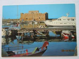 CP Chypre Cyprus PAPHOS Pafos - Le Fort Château De Paphos Et Le Port - Un Yacht à Quai- Forteresse,prison , Réserve Sel - Chypre