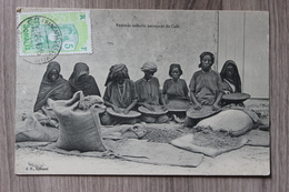 FEMMES SOMALIS NETTOYANT DU CAFE - Djibouti