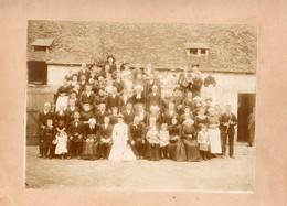 GRAND MARIAGE A PRECIGNE  SARTHES -TROMPETTISTE FEMMES EN COSTUME REGIONAL   PH. COSNIER 20/4/1903 - Personnes Anonymes
