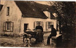 1 CPA  C1924 éd THILL + NELS   Hondenkar ( Attelage De Chiens Flamand, Hund, Dog) Série LAITIERES  Nr 6  Milch Melk Milk - Marchands Ambulants