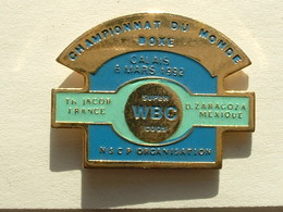 PIN'S BOXE - CHAMPIONNAT DU MONDE WBC SUPER COQS - JACOB/ZARAGOZA - CALAIS 1992 - Boxe