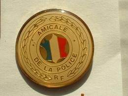 PIN'S AMICALE DE LA POLICE - Policia