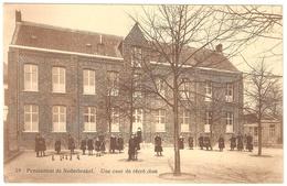 Nederbrakel - Pensionnat De Nederbrakel - Une Cour De Récréation - Geanimeerd - Brakel