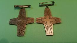 1983 - Pin Militaire - LOURDES XXV Pelerinage Militaire International Militare -  2 Pc - Badges & Ribbons