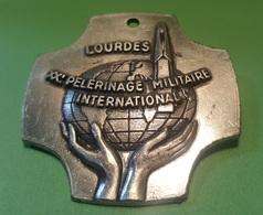 Pin Militaire - LOURDES XX Pelerinage Militaire International Militare - Insigne & Ordelinten