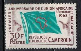 CAMEROUN       N°  YVERT      354    NEUF AVEC CHARNIERES        ( Char 04/A ) - Cameroon (1960-...)