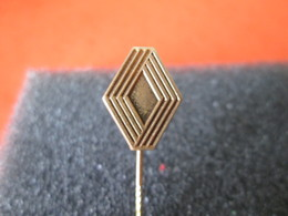 No Pin's  EPINGLETTE  RENAULT - Renault