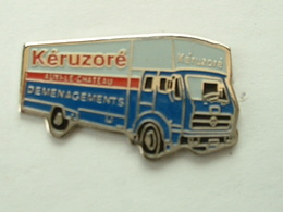 PIN'S CAMION MERCEDES - DEMENAGEMENTS KERUZORE - Mercedes