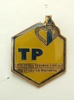 PIN'S LYCEE DES TRAVAUX PUBLICS - BRUAY LABUISSIERE - BTP - TP - Administrations