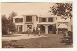 Old (1940s Or 1950s?) TOM MOORE's TAVERN BERMUDA Postcard , People Outside Tavern, Man On Bicycle Bike Cycling - Postcards