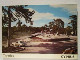 CP Cyprus Chypre  - TROODOS     Le Rond Point Avec Voiture Triumph , Montagne Mont Olympe 1952 M. - Cyprus