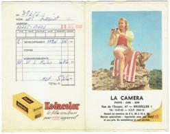 Foto/Photo. Pochette Kodak. La Caméra, Bruxelles. Pin Up Et Appareil Photo. - Supplies And Equipment
