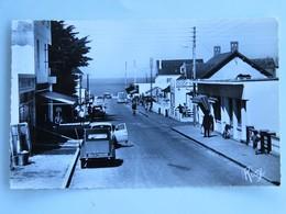C.P.A. : 85 NOTRE DAME DES MONTS : L'Avenue De La Plage, 2CV, Animé, Timbre En 1965 - Autres Communes