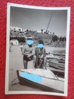 ANTIGUA FOTOGRAFÍA FOTO OLD PHOTO PLAYA PLAGE ? BAÑISTAS PERSONAS JUNTO A BARCO BARCA EN LA ARENA FRANCE ? SPAIN ? VER F - Personas Anónimos