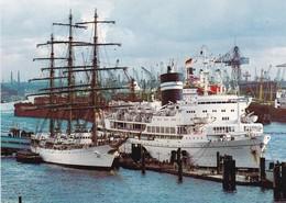 Postcard Hamburg Sailing Ship Libertad And MS Uganda [ Falklands War Hospital Ship ]  My Ref  B22813 - Other