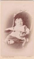 ANTIQUE CDV PHOTO -SMALL CHILD IN CHAIR .  GLASGOW STUDIO - Photographs