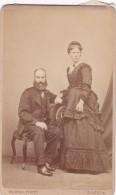 ANTIQUE CDV PHOTO -COUPLE. LADY WITH LONG DRESS.  GLASGOW STUDIO - Photographs