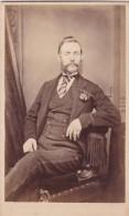 ANTIQUE CDV PHOTO -WHISKERED MAN . LINCOLN STUDIO - Photographs