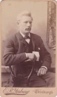 ANTIQUE CDV PHOTO -  SEATED   MAN .    EDINBURGH  STUDIO - Photographs
