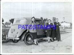 97784 AUTOMOBILE OLD CAR AUTO SEDAN AND WOMAN'S PHOTO NO POSTAL POSTCARD - Ansichtskarten
