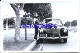 97786 AUTOMOBILE OLD CAR AUTO SEDAN AND MAN & BABY PHOTO NO POSTAL POSTCARD - Ansichtskarten