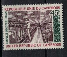 CAMEROUN       N°  YVERT       568   NEUF AVEC CHARNIERES        ( Char 04/A ) - Cameroon (1960-...)