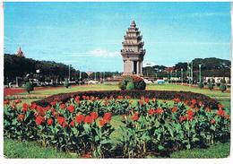 PHNOM- PENH    PLACE  DE L INDEPENDANCE    CPM  TBE  AA920 - Cambodge